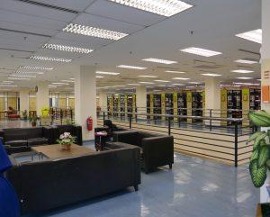 Leseecke im Erdgeschoss der Dar Al-Hikmah Library in Kuala Lumpur.